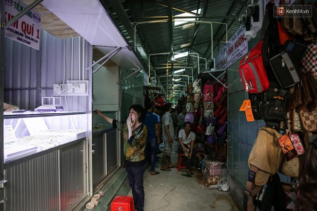Chợ Lớn tạm ngưng hoạt động 1 năm, các tiểu thương cuối cùng buồn bã dọn hàng - Ảnh 16.