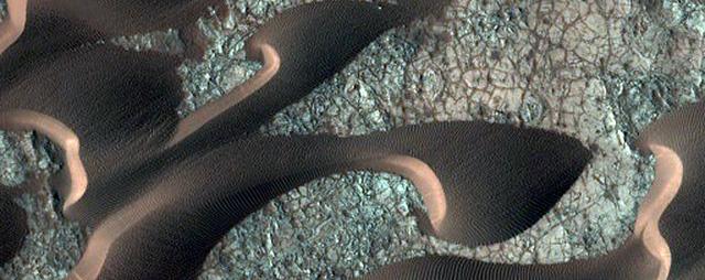 NASA công bố 2.540 hình ảnh tuyệt đẹp về sao Hỏa được ghi lại trong hơn 10 năm - Ảnh 16.