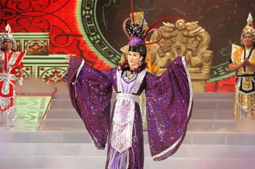Hoa hậu cũng phải ghen với những hình ảnh này của Hoài Linh - Ảnh 16.