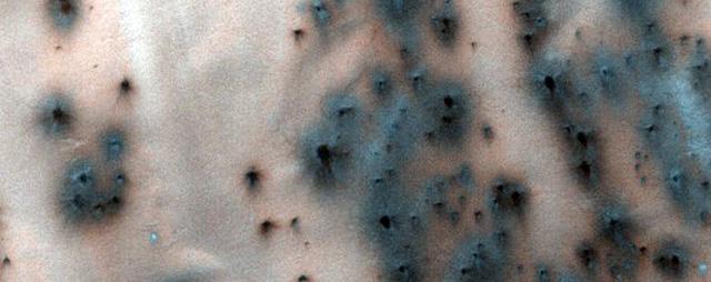 NASA công bố 2.540 hình ảnh tuyệt đẹp về sao Hỏa được ghi lại trong hơn 10 năm - Ảnh 17.