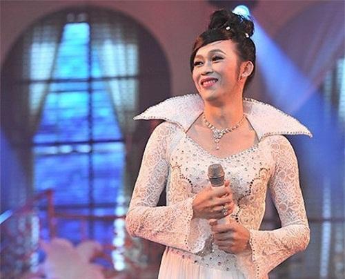 Hoa hậu cũng phải ghen với những hình ảnh này của Hoài Linh - Ảnh 17.