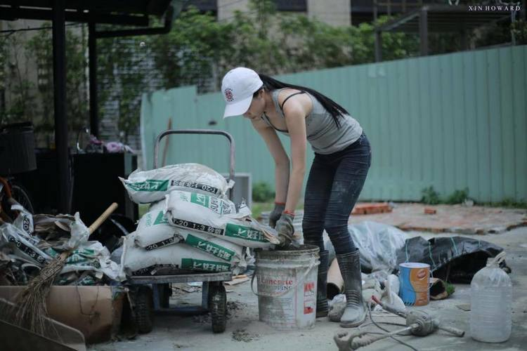 Hot girl phụ hồ khiến anh chàng nào cũng muốn làm thợ xây - Ảnh 5.