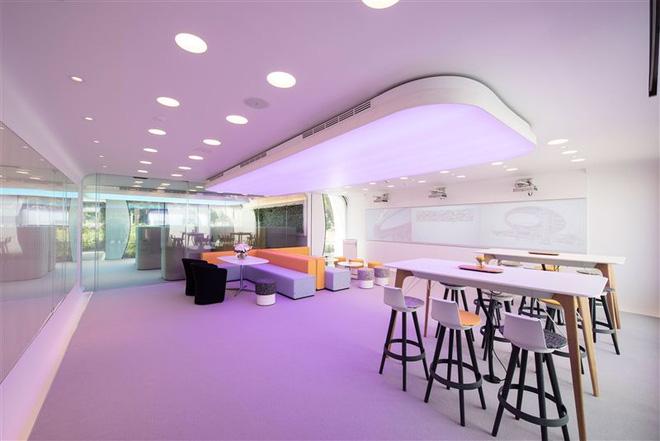 Dubai: Văn phòng in 3D đầu tiên trên thế giới, xây trong 17 ngày, giá bằng một nửa nhà thường - Ảnh 2.