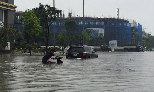 Ô tô ngập nước, cư dân khu đô thị mới thiệt hại tiền tỷ - Ảnh 1.