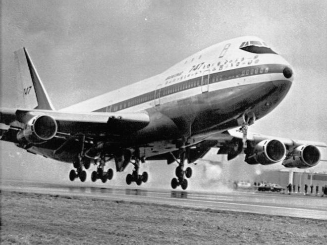 Cận cảnh nhà máy của Boeing - nơi lắp ráp nên chiếc 747 huyền thoại - Ảnh 2.