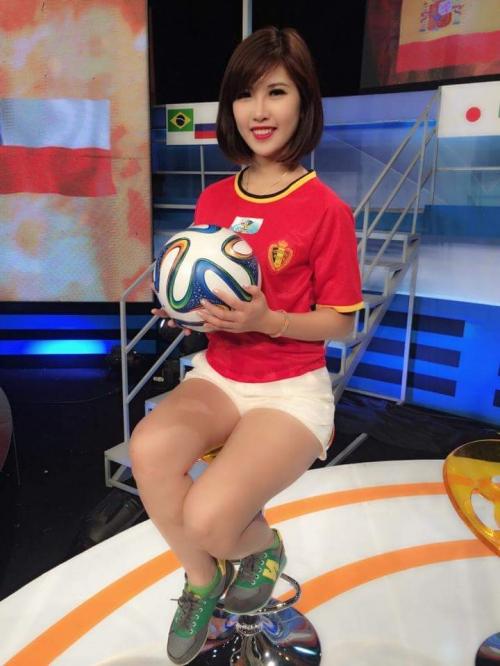 Người đứng sau dàn hotgirl trong 'Nóng cùng Euro 2016' là ai? - Ảnh 2.
