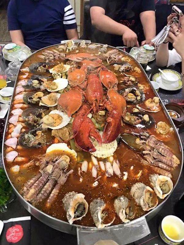Nồi lẩu 2 triệu ngập mặt ở Hà Nội đang khiến dân mạng sốt vó muốn đi ăn, thực ra là... - Ảnh 2.