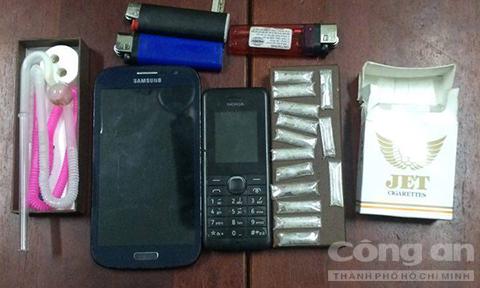Hai 'con nghiện' vứt 14 gói ma túy để trốn 'hiệp sĩ' - Ảnh 1.