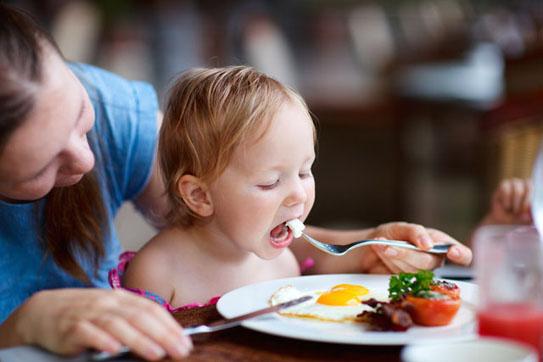 Cho trẻ ăn bao nhiêu trứng mỗi ngày là đủ? - Ảnh 2.
