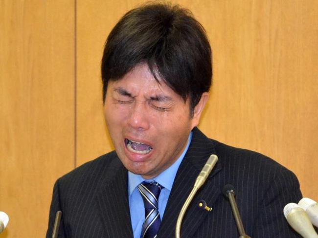Câu chuyện bi hài phía sau bức ảnh cô bé Nhật lau nước mắt cho chính trị gia bật khóc trên truyền hình - Ảnh 2.