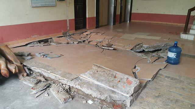Dân chung cư hốt hoảng vì sàn nhà bất ngờ sập trong đêm - Ảnh 2.