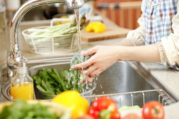 Mẹo khử độc rau củ quả ngậm hoá chất cực đơn giản mà hiệu quả tới không ngờ - Ảnh 2.