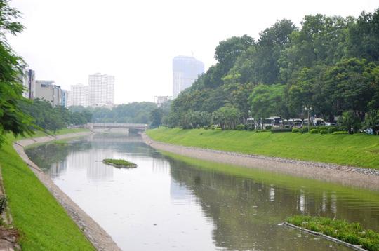 Bão số 3 đi qua, ngỡ ngàng với vẻ đẹp của sông Tô Lịch - Ảnh 1.