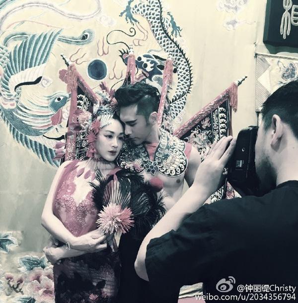 Sao gốc Việt Chung Lệ Đề khoe ảnh cưới phong cách kinh kịch độc nhất vô nhị - Ảnh 2.