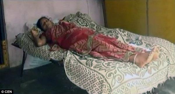 Con dâu bị mẹ và chị chồng đổ axit lên bụng để phá thai vì nghi sinh con gái - Ảnh 2.