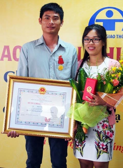 Trao Huân chương Dũng cảm cho người hùng trên đèo Bảo Lộc - Ảnh 1.