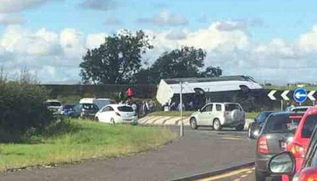 Xe buýt chở CĐV bóng đá gặp tai nạn nghiêm trọng khiến 19 người thương vong - Ảnh 2.