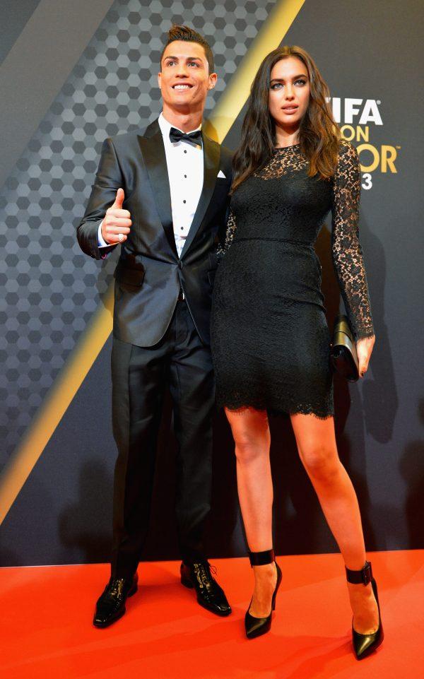Ronaldo vụng trộm với mẫu khỏa thân khi đang yêu Irina Shayk - Ảnh 2.