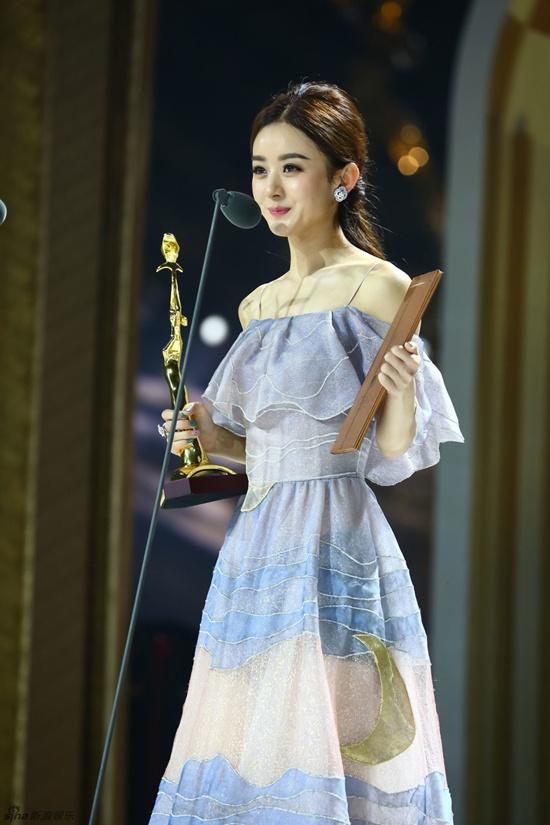 Hồ Ca và Triệu Lệ Dĩnh giành chiến thắng tại Lễ trao giải Kim Ưng 2016 - Ảnh 3.