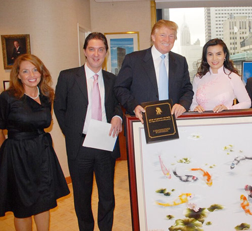 Đây là HH Việt duy nhất được Tân Tổng thống Mỹ tặng sách, khen mặc áo dài đẹp! - Ảnh 2.