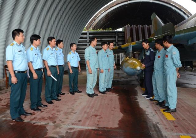 Quân chủng PK-KQ tổ chức Ngày Kỹ thuật mẫu cho khối các Trung đoàn Không quân tiêm kích bom Su-22 - Ảnh 3.