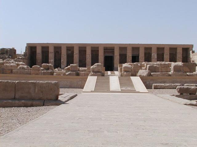 Các nhà khảo cổ phát hiện ra thành phố Ai Cập 7.000 năm tuổi, có những ngôi mộ lớn hơn cả lăng mộ hoàng gia - Ảnh 3.