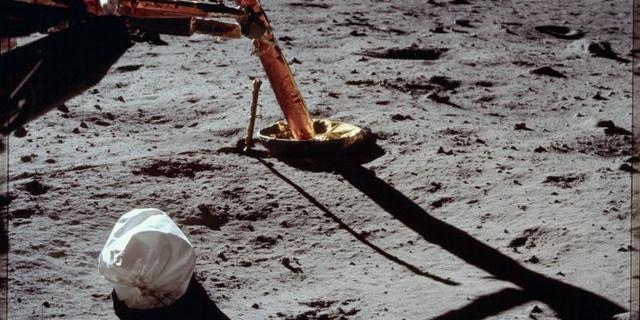 Bán nhầm chiếc túi báu vật quốc gia giá rẻ như cho, NASA khó có thể đòi lại được - Ảnh 3.