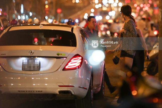 Trấn Thành lái xe chở Hari Won chạy ngược chiều, vi phạm luật an toàn giao thông - Ảnh 3.