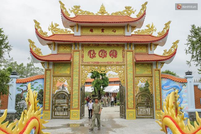 Cập nhật: Các nghệ sĩ đến thăm đền thờ Tổ trị giá 100 tỷ của Hoài Linh - Ảnh 24.