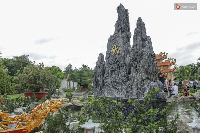 Cập nhật: Các nghệ sĩ đến thăm đền thờ Tổ trị giá 100 tỷ của Hoài Linh - Ảnh 26.
