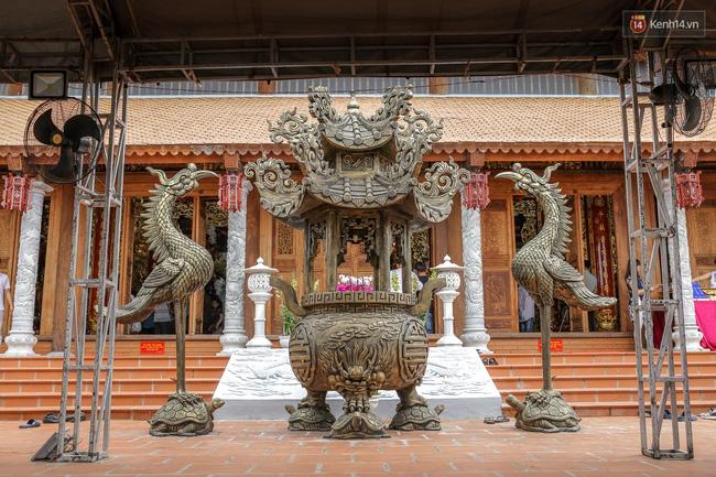 Cập nhật: Các nghệ sĩ đến thăm đền thờ Tổ trị giá 100 tỷ của Hoài Linh - Ảnh 27.
