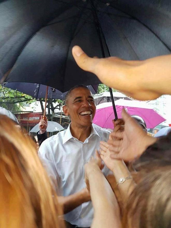 15 hình ảnh thân thiện của Tổng thống Obama ở Việt Nam - Ảnh 6.