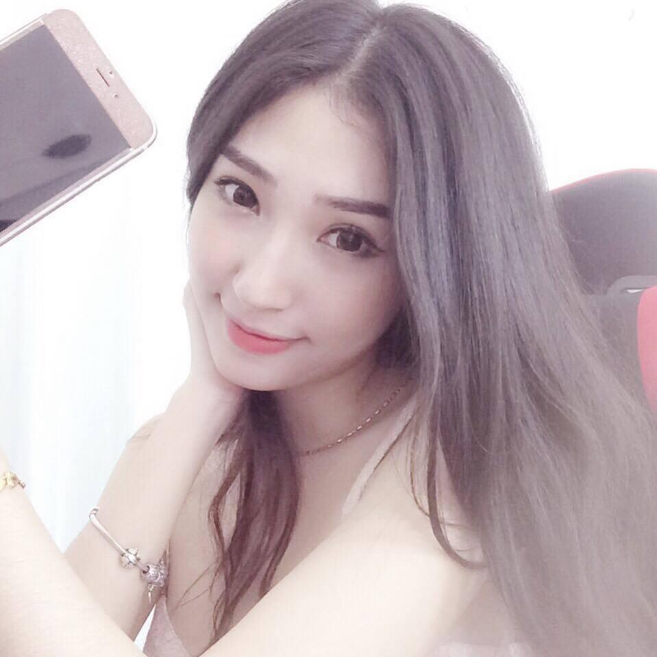 Khổng Tú Quỳnh sexy bất ngờ sau thời gian dài mất tích - Ảnh 4.