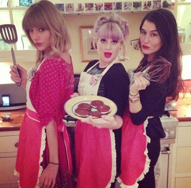 Taylor Swift và Miley Cyrus: Khi vẻ ngoài và cách yêu hoàn toàn trái ngược! - Ảnh 3.