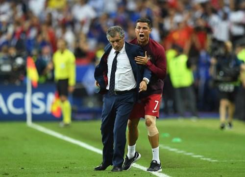 Ronaldo: Khóc lóc rời sân rồi cực yêu khi cướp quyền chỉ đạo - Ảnh 14.