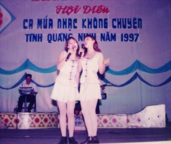 Chân dung chị gái ruột xinh đẹp ít người biết của Hồ Quỳnh Hương - Ảnh 2.