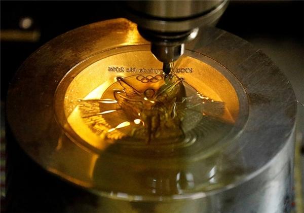 Một tấm huy chương vàng Olympic đã được sản xuất như thế nào? - Ảnh 3.