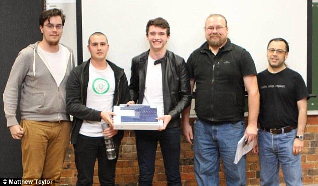 Hai cậu sinh viên thiết kế trang web giá 500 USD tốt gấp 4 lần trang web 10 triệu USD của chính phủ - Ảnh 2.