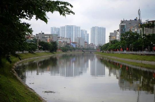 Bão số 3 đi qua, ngỡ ngàng với vẻ đẹp của sông Tô Lịch - Ảnh 2.