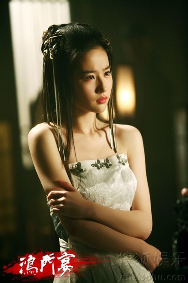 Đốt mắt với tạo hình cổ trang khoe vai trần của mỹ nữ Hoa ngữ - Ảnh 3.