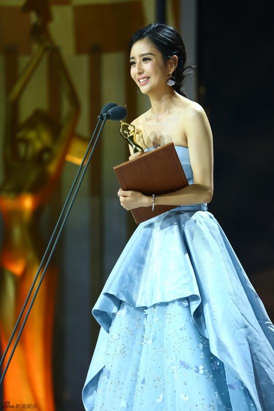 Hồ Ca và Triệu Lệ Dĩnh giành chiến thắng tại Lễ trao giải Kim Ưng 2016 - Ảnh 4.