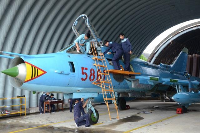 Quân chủng PK-KQ tổ chức Ngày Kỹ thuật mẫu cho khối các Trung đoàn Không quân tiêm kích bom Su-22 - Ảnh 4.