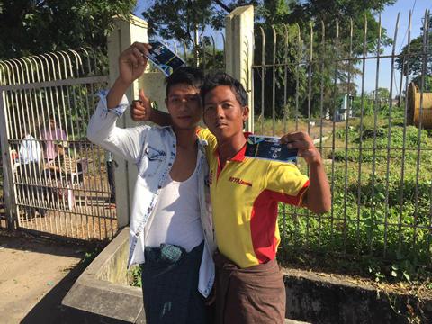 Nhiều CĐV Việt Nam phải nhờ người Myanmar mua vé hộ - Ảnh 4.