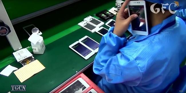 Cận cảnh quá trình sản xuất điện thoại công nghiệp của Trung Quốc - Ảnh 4.