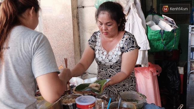 Vừa ăn vừa khóc với món xôi cay gần 50 năm luôn hút khách ở Sài Gòn - Ảnh 4.
