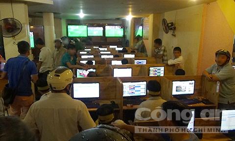 Ổ cá độ bóng đá 'khủng' gắn camera cảnh giới công an ở Sài Gòn - Ảnh 3.