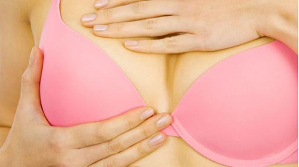 Cẩn trọng với 4 dấu hiệu ai cũng tưởng bình thường nhưng hóa ra là biểu hiện âm thầm của bệnh ung thư vú - Ảnh 5.