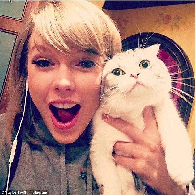 Taylor Swift và Miley Cyrus: Khi vẻ ngoài và cách yêu hoàn toàn trái ngược! - Ảnh 4.