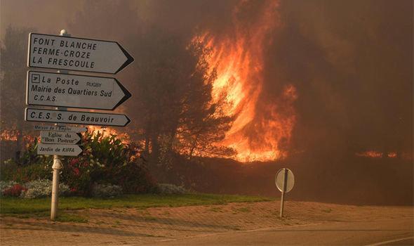 Cháy rừng ngoài tầm kiểm soát, Pháp sơ tán 10.000 dân - Ảnh 4.