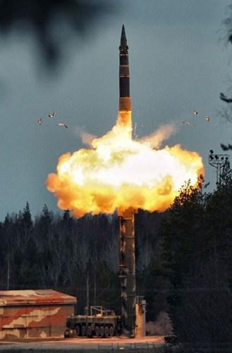 Tên lửa Topol kiểu mới bắn trúng mục tiêu cách 800 km  - Ảnh 4.